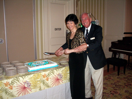 Michele Bender and Thomas Tyrrell cut GSCC cake